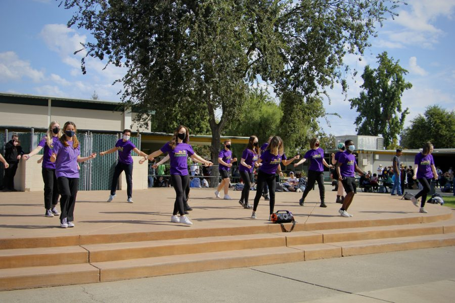 Theatre class performs flash mob during lunch