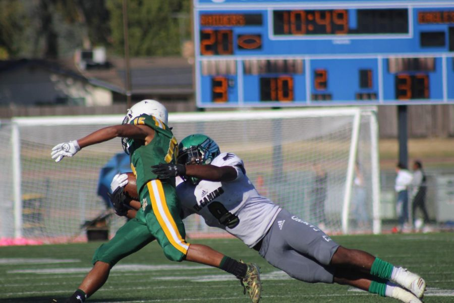 Savion Ponce expertly escapes a tackle from an El Camino defender.