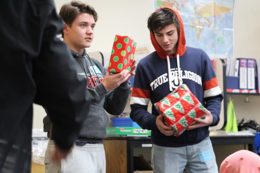 Seniors+Sean+Remitz+and+Cody+Rister+give+presents+to+students+at+Howe+Avenue+Elementary+school.+Photo+by+Kaitlyn+Shellooe.